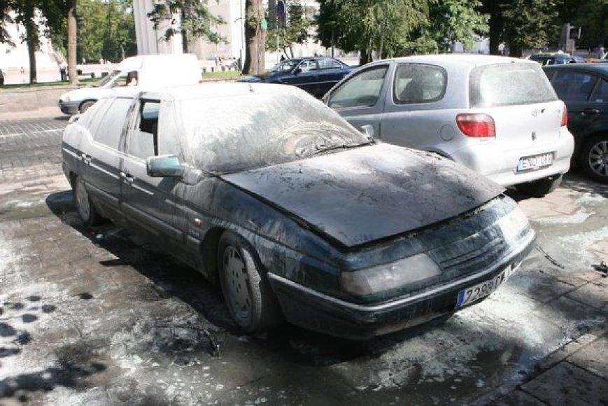 Vilniaus centre sudegęs automobilis