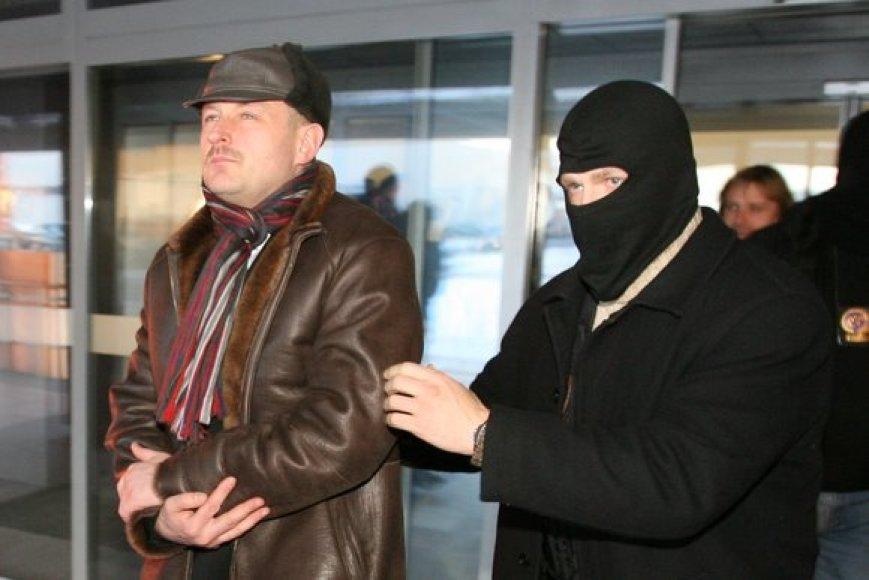 Artūras Skikas vedamas iš teismo
