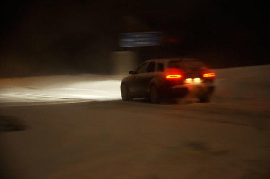Sniegas gatvėje