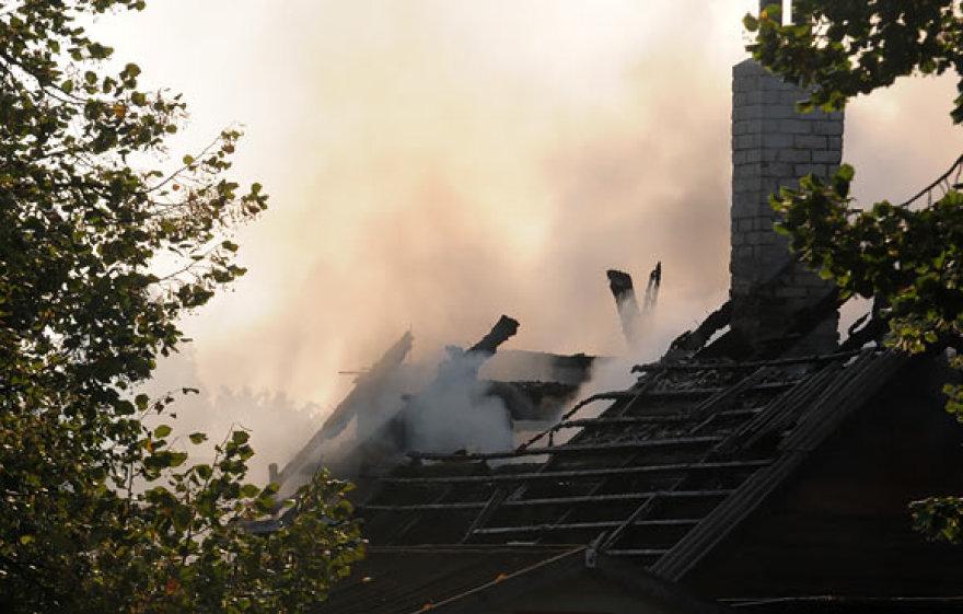 Nudegęs namo stogas