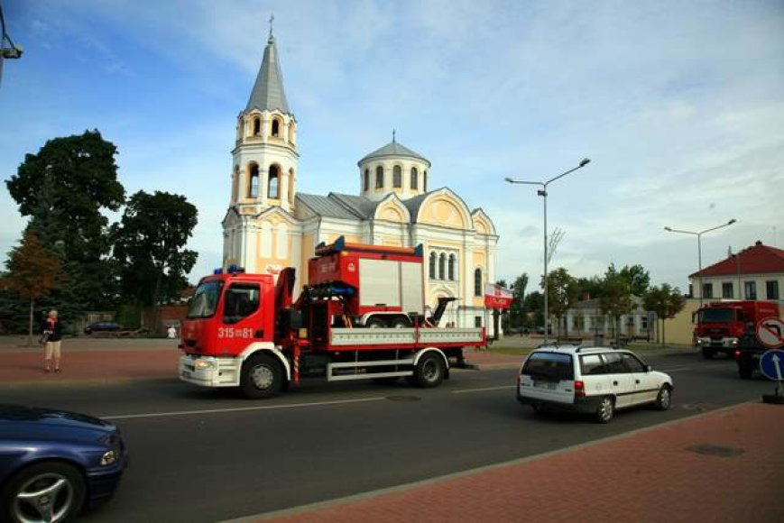 Lenkų ugniagesiai per Ukmergę važiuoja namo