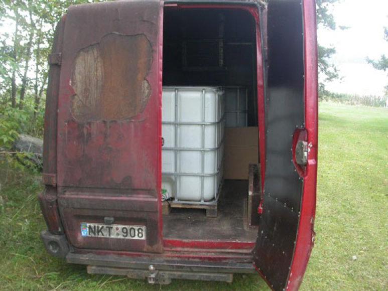 Mikroautobusas su alkoholiu