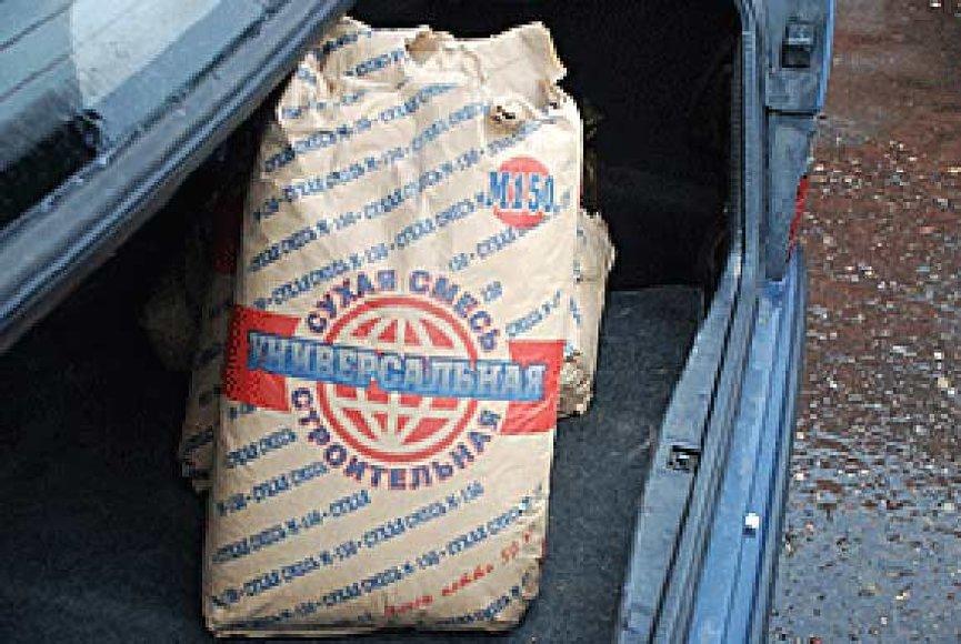 """Baltarusių sulaikyti maišai su """"cementu"""""""