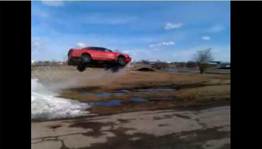 """Skraidantis"" automobilis ""Mazda 626"""
