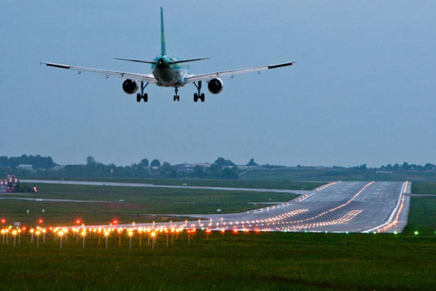 Vilniaus oro uoste leidžiasi lėktuvas