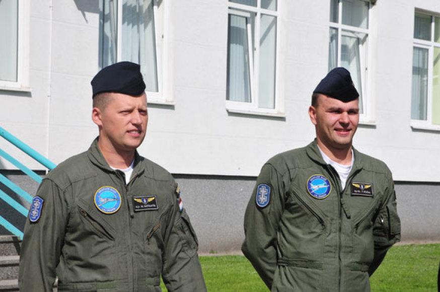 Majoras Marius Matulaitis (kairėje) ir vyr. leitenantas Povilas Stučka