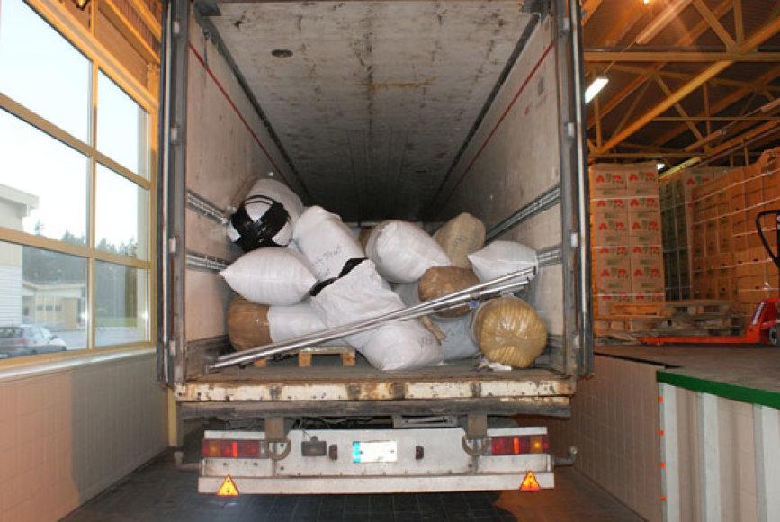 Nelegaliai gabenti drabužiai