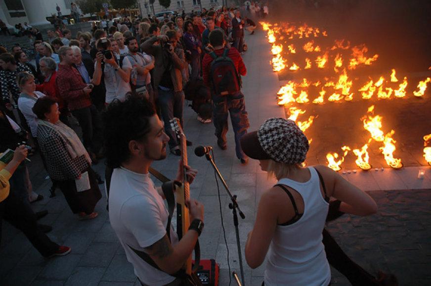Akcijoje už Tibeto laisvę dalyvavo muzikantai Hokšila ir Živilė.