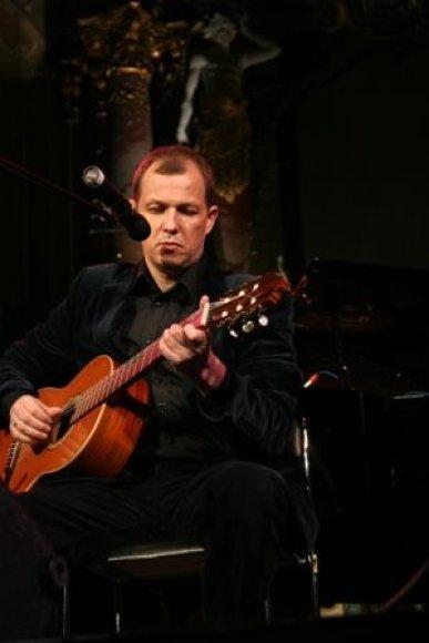 V.V.Landsbergis teigia, jog dauguma jo dainų, nors ir melancholiškos, yra apie meilę, nes jos žmonėms labai trūksta.