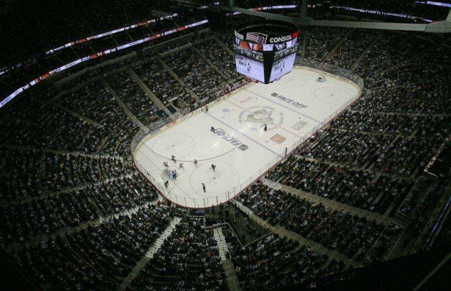 Naujasis NHL čempionatas prasidėjo rungtynėmis Suomijoje.