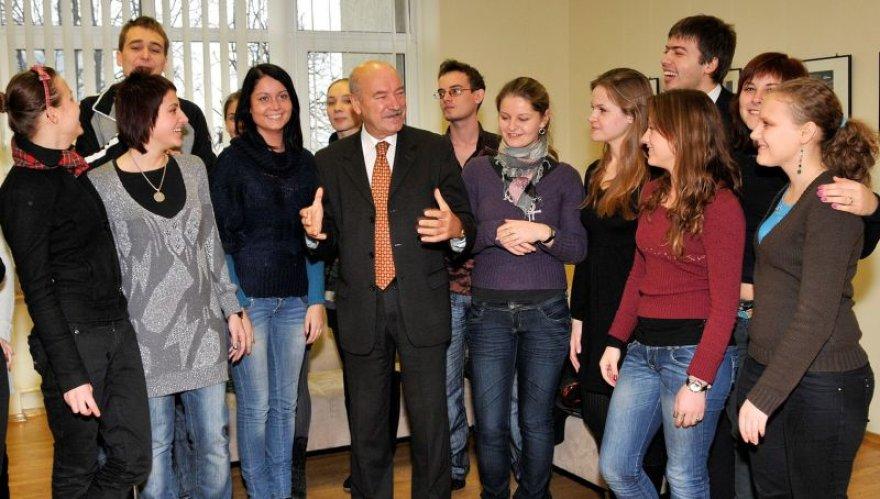 VPU rektorius su studentais