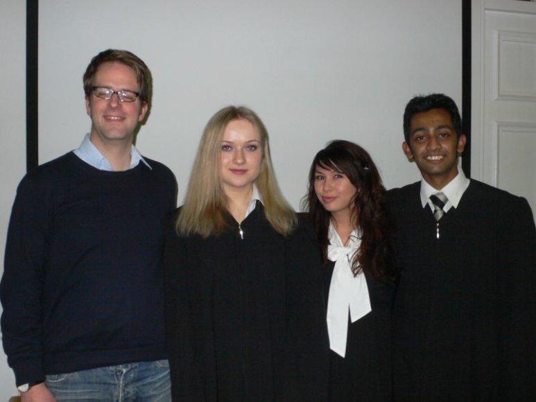 Teisėjų komanda (iš dešinės į kairę): Indijos atstovas Shubham Shrivastava, Vokietijos atstovė Sita Angela Jaekel, Lietuvos atstovė Goda Karalytė ir teisėjų komandos treneris Jans Henning Fisher.