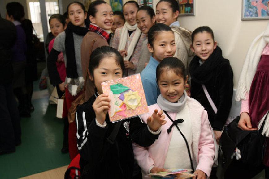 Japonai Onkohematologijos skyriaus pacientams atgabeno 300 tūkst. gervių, išlankstytų iš popieriaus ir simbolizuojančių viltį.