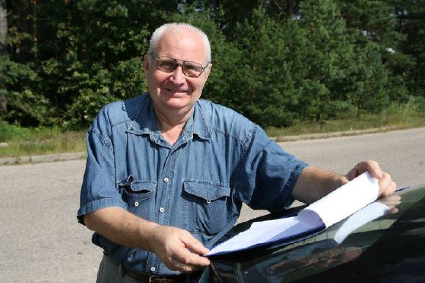 Į Vilniaus darbo biržą pažymos kreipęsis Vidmantas Jonas Misevičius piktinosi, kad elektronikos laikais jam liepiama atvykti į šią įstaigą ir parašyti prašymą. Vėliau paaiškėjo, kad ta pažyma vyrui nereikalinga.