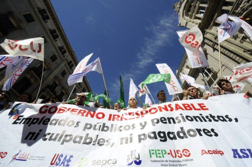 Ispanai streikuoja prieš Vyriausybės taupymo planą, pagal kurį atlyginimai viešojo sektoriaus darbuotojams mažinami vidutiniškai 5 procentais.