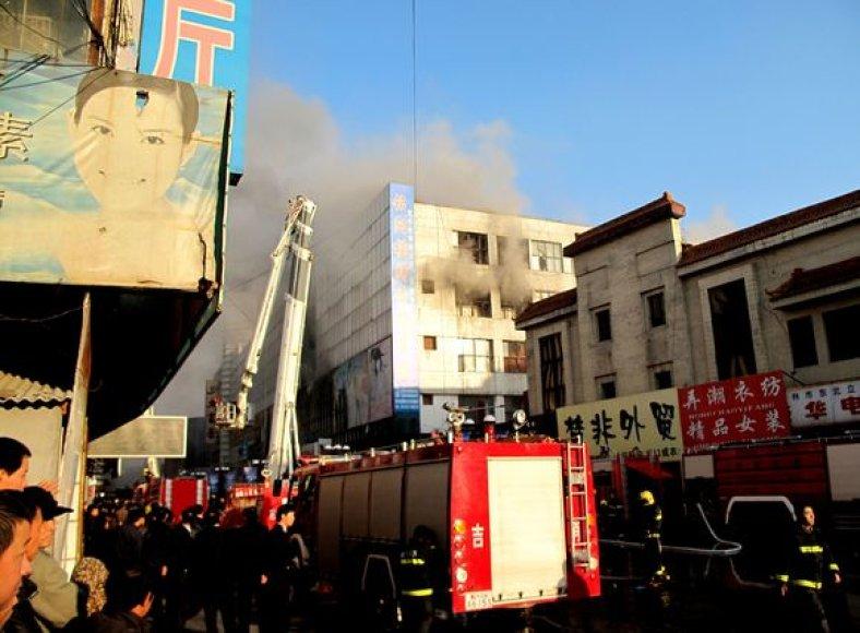 Per gaisrą buvo sužeisti 27 žmonės