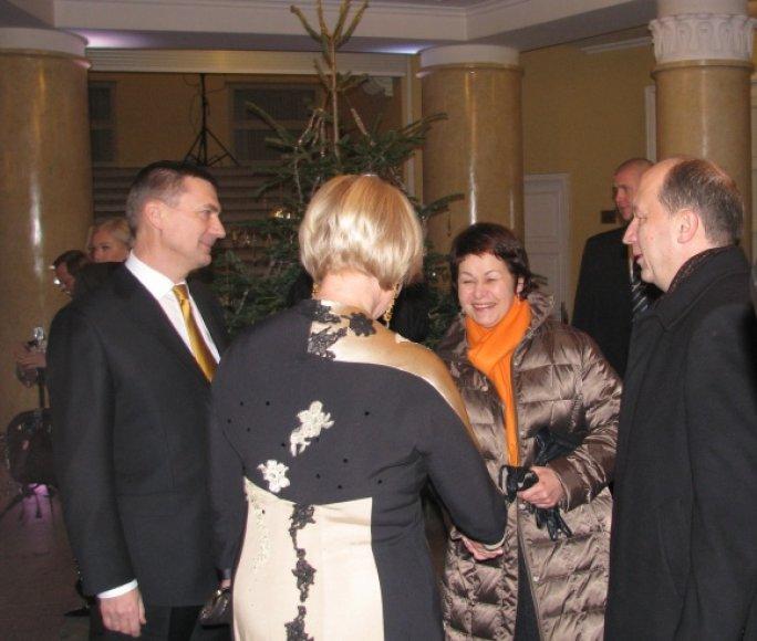 Lietuvos premjeras Andrius Kubilius su žmona Rasa sveikina Estijos premjerą Andrusą Ansipą ir jo žmoną Ani