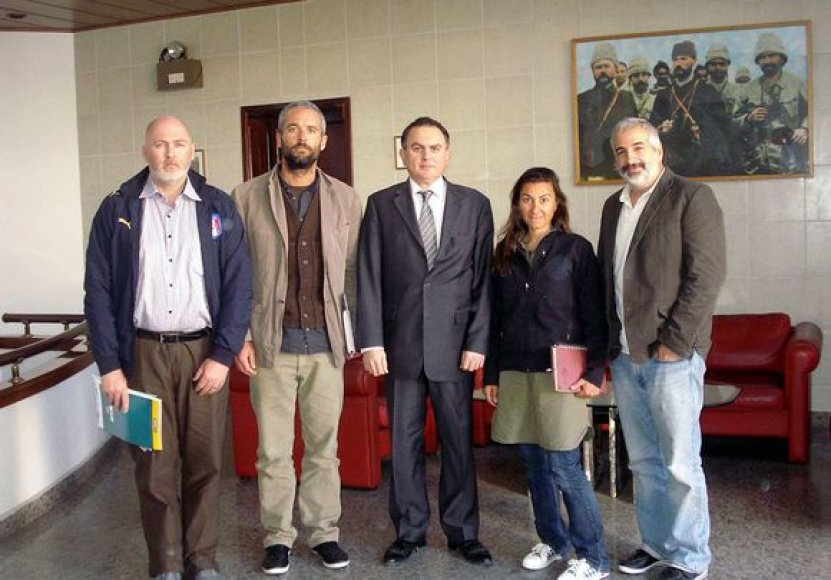 Iš kairės į dešinę: žurnalistai Stephenas Farrelas, Tyleris Hicksas, Turkijos ambasadorius Libijoje Leventas Sahinkaya, Lyndsey Addario ir Anthony Shadidas