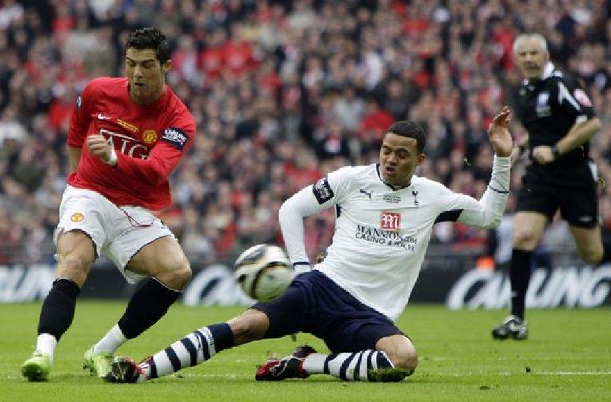 """Arčiausiai įvarčio buvo """"Manchester United"""" vienuolikės lyderis Cristiano Ronaldo."""