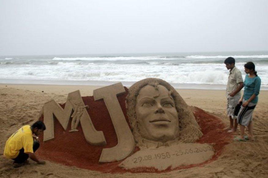 M.Jacksono gerbėjų sukurta smėlio skulptūra
