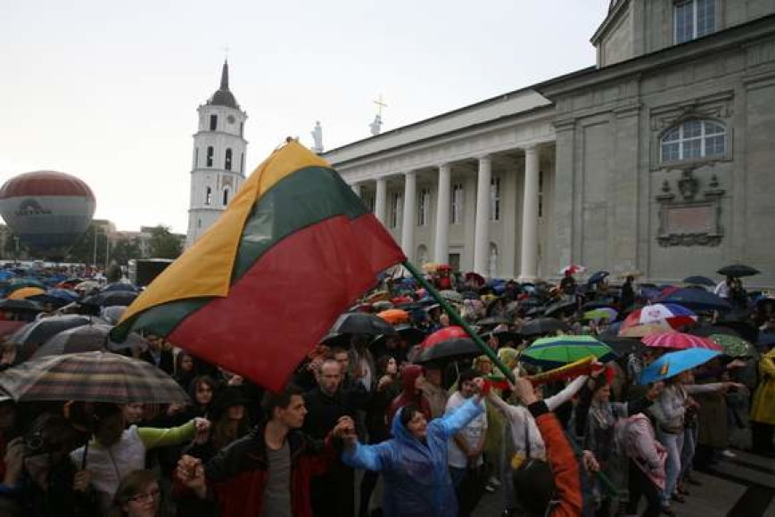 Šventinio koncerto nesugadino net lietus.