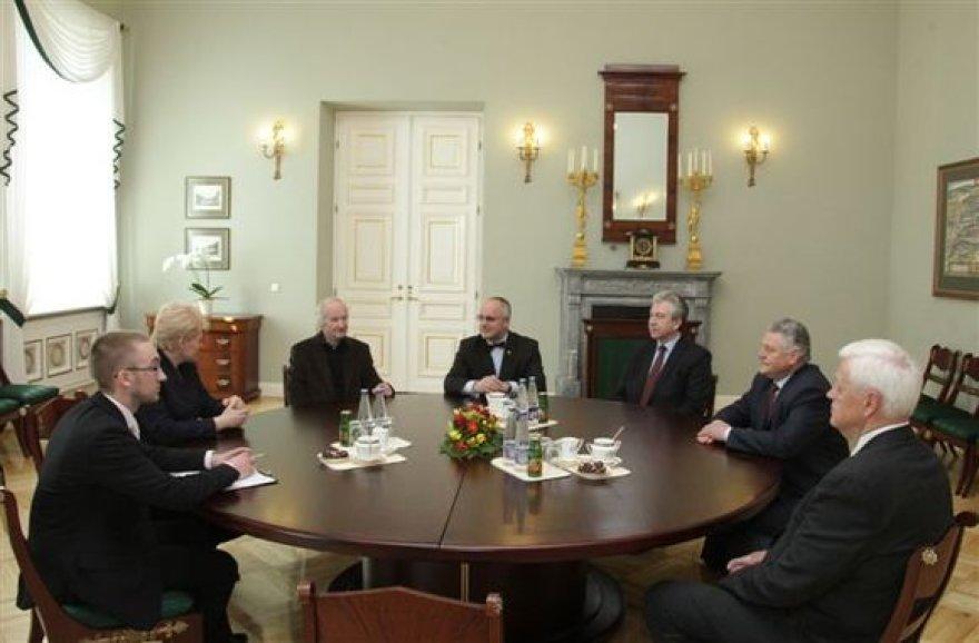 Prezidentė Dalia Grybauskaitė priėmė pirmosios atkurtos nepriklausomos Lietuvos Vyriausybės klubo narius