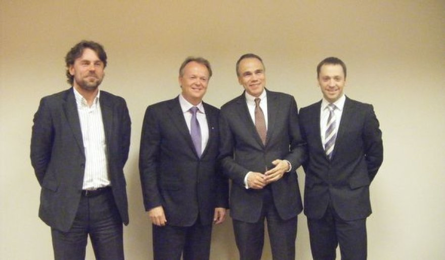 """Aurelijus Rusteika (antras iš kairės) ir """"Euronics"""" atstovai"""