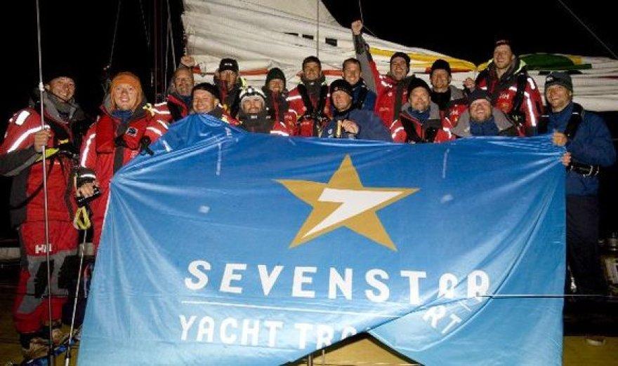 """""""Ambersail"""" įgula po finišo regatoje """"Sevenstar Round Britain and Ireland Race""""."""