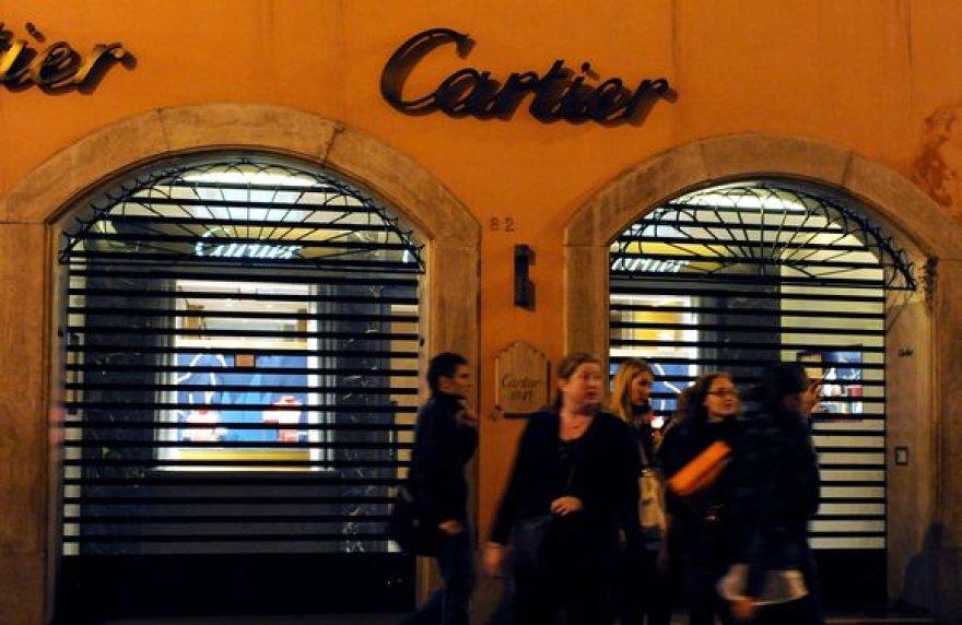 """""""Cartier"""" parduotuvė Romoje, kiš kurios pavogtas brangus žiedas."""