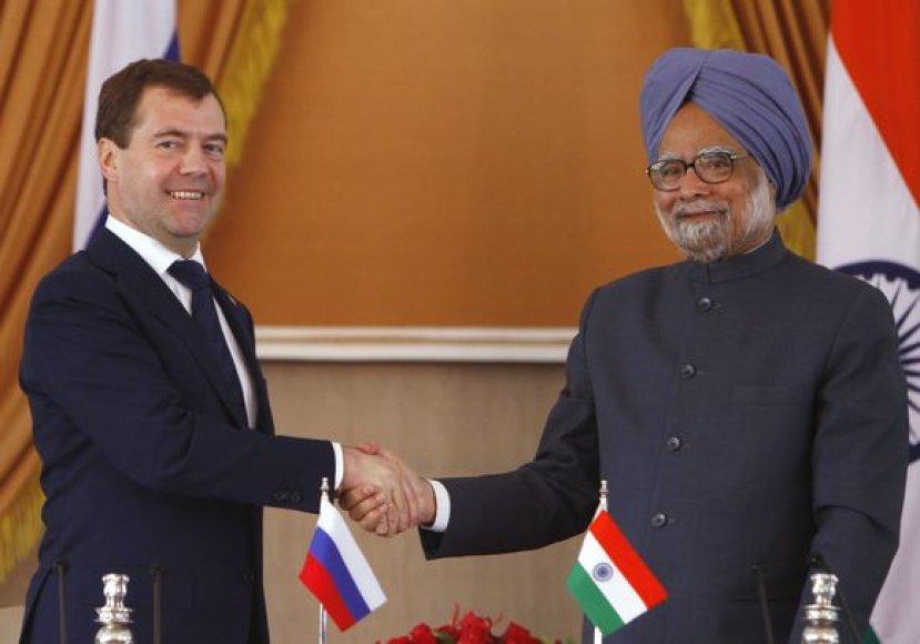 Rusijos prezidentas Dmitrijus Medvedevas ir Indijos premjeras Manmohanas Singhas