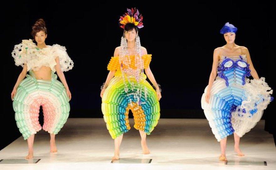 Dizainerių Ayumi Mitsukane ir Rie Hosokai modeliai