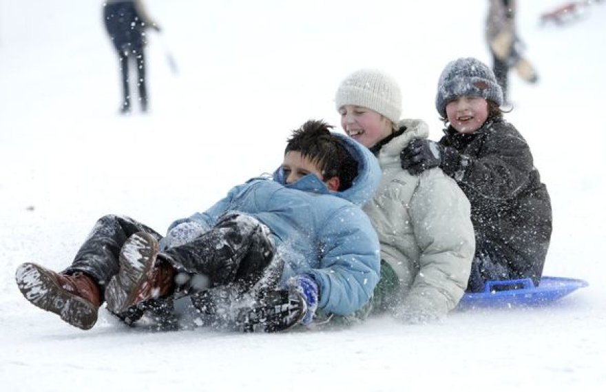 Jei šalčiai Vilniuje laikysis keletą savaičių, miestelėnai turės bent kelias vietas, kur galės mėgautis žiemos pramogomis – slidinėjimu ir čiuožinėjimu.
