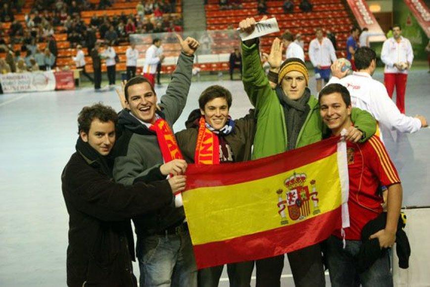 Mačas su Ispanija lietuviams buvo jau trečiasis atrankos turnyre. Prieš tai mūsiškiai dukart lygiosiomis sužaidė su Olandija (19:19 ir 25:25).