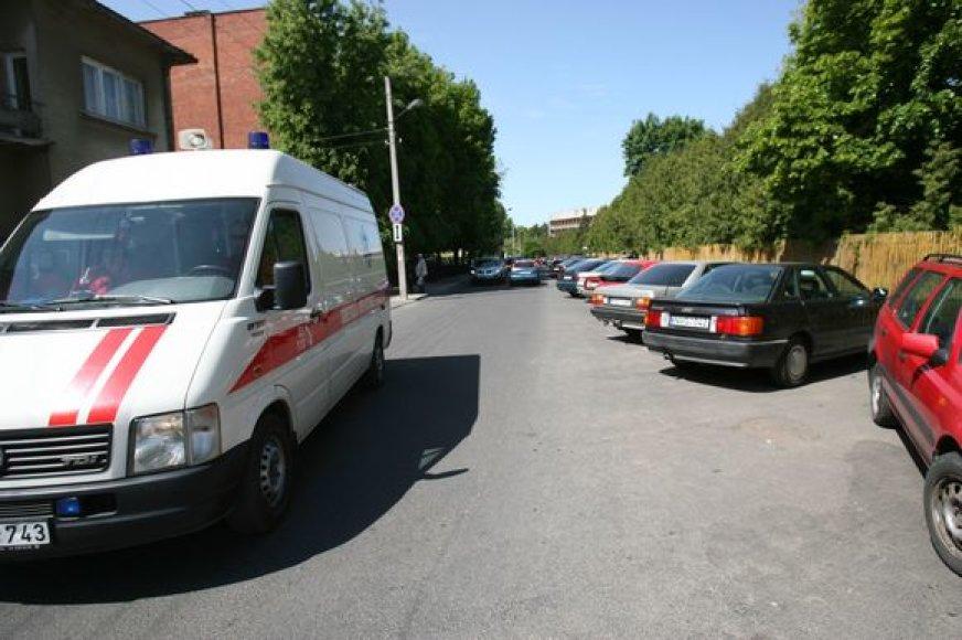 Kauno valdžios, apmokestinus stovėjimą klinikų prieigose, pas gydytojus ar artimuosius atvykusiems vairuotojams bus lengviau rasti vietą savo automobiliui.