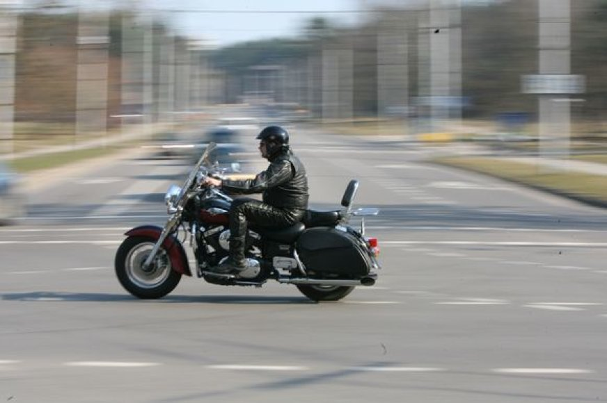 Uostamiesčio gatvėse motociklininkų gretos nuolat gausėja.