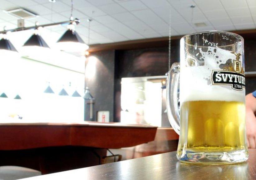 Alaus barų savininkų teigimu, alaus baro lankytojai mieliau naudojasi lauko tualetais nei įrengtais patalpų viduje.