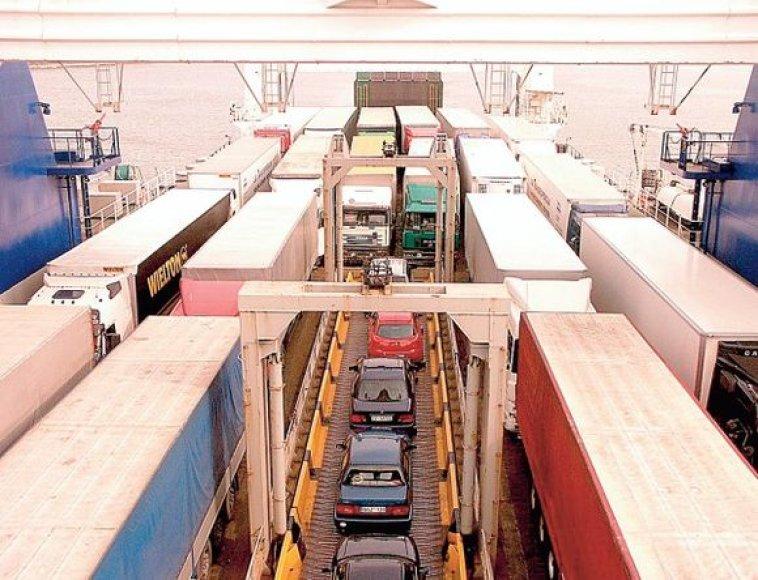 Vežėjams reikalingi logistikos centrai, kurie padėtų bendradarbiauti uostui, kelių transportui ir geležinkeliams.