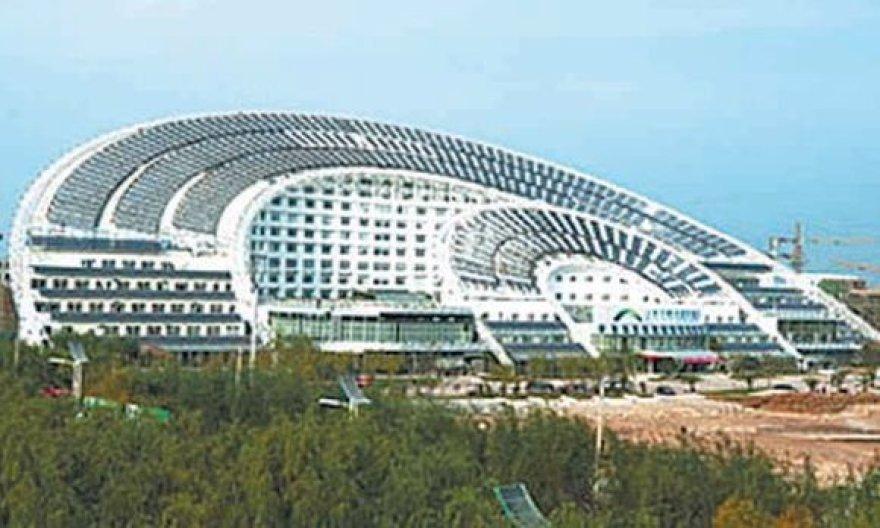 Taip atrodo vėduoklės formos biurų pastatas, naudojantis tik saulės energiją.