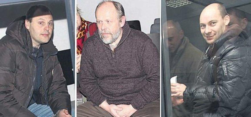 Už neteisėtą disponavimą labai dideliu kiekiu narkotikų, o tuo yra kaltinami (iš kairės) Ž.Liaukevičius, Č.Lukša ir R.Mikilevičius, numatytos beveik tokios pačios bausmės kaip už nužudymą.