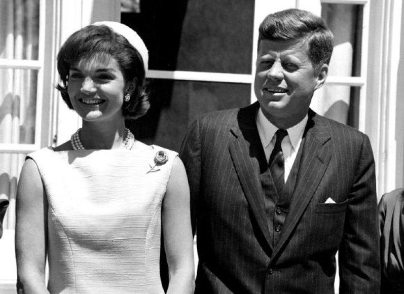 J.F.Kennedy žavesys ir užimamas postas traukte traukė moteris.