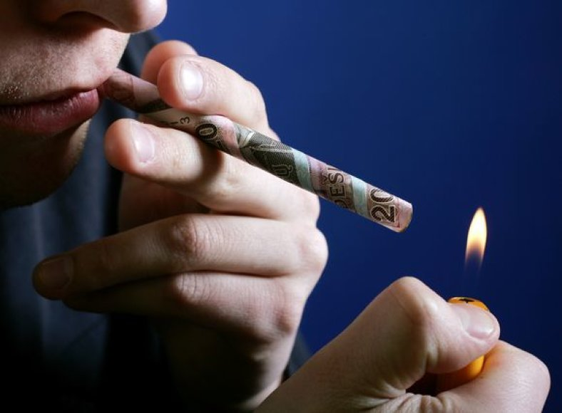 Padidinus akcizo mokestį, cigarečių prekybos apyvarta sumažėjo 50 proc., nelygu cigarečių rūšis ar kaina, todėl negalima sakyti, kad pirkėjai pradėjo rinktis pigesnius rūkalus.