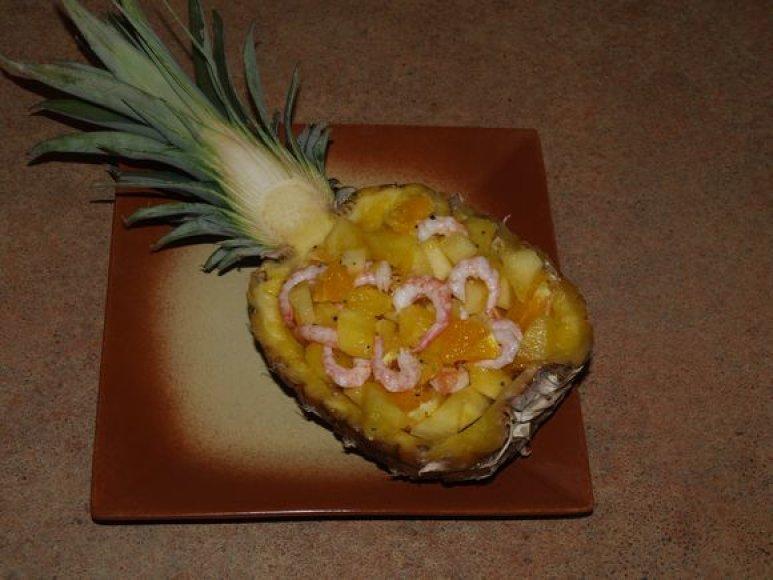 Ananasas su krevetėmis
