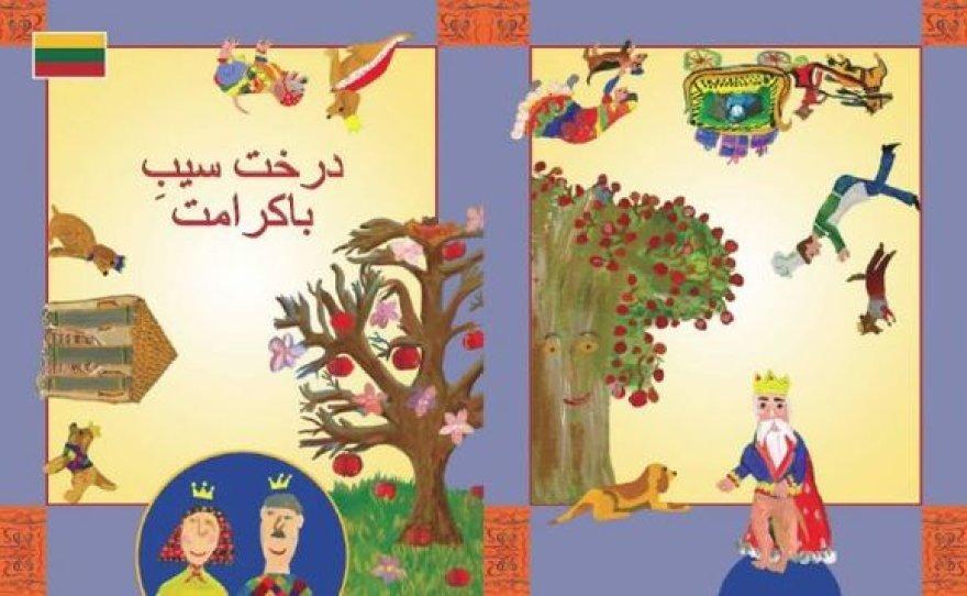 Pasakų knygas papuošė spalvingi M.K.Čiurlionio menų mokyklos Dailės skyriaus mokinių piešiniai.