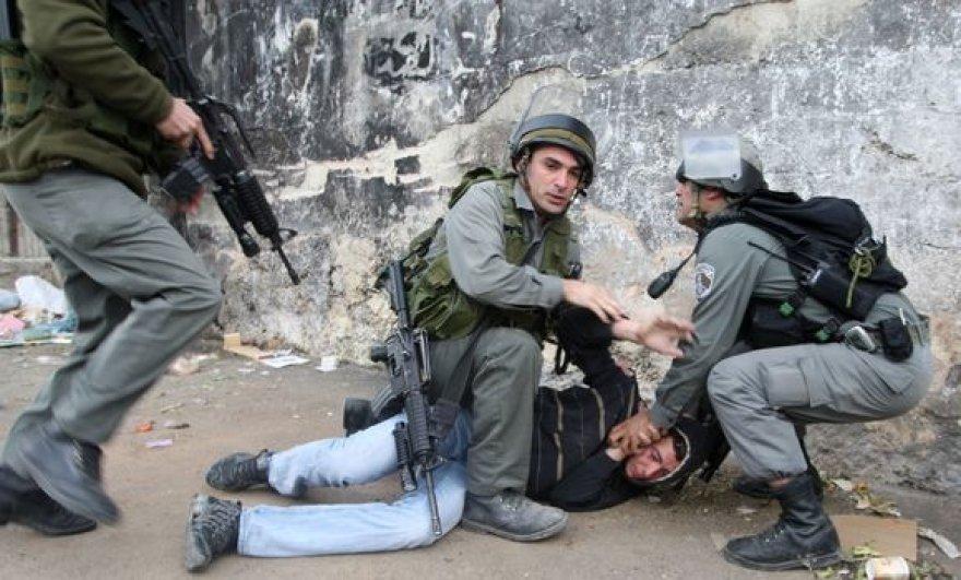 Jeruzalėje paeigūnams tenka malšinti riaušes.