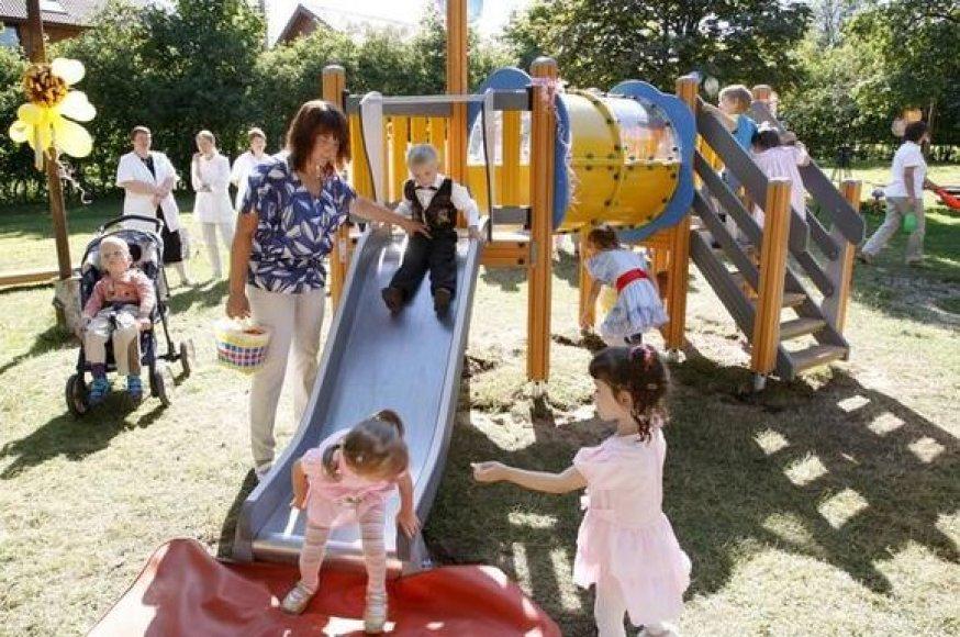Moderni vaikų žaidimų aikštelė