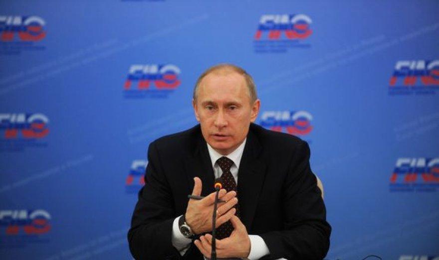 V.Putinas iš visų jėgų stumia dujotiekio tiesimą Baltijos jūros dugnu.