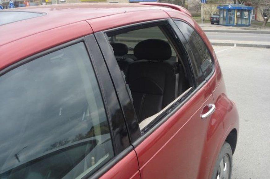 Išdaužtas automobilio lango stiklas