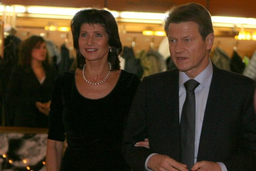 L.Paksienė (kairėje) džiaugiasi J.Paulauskienės pasiryžimu ir drąsa.