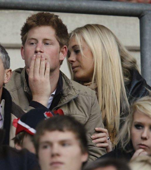 Princas Haris ir Chelsy Davy kartu pastebėti regbio rungtynėse.