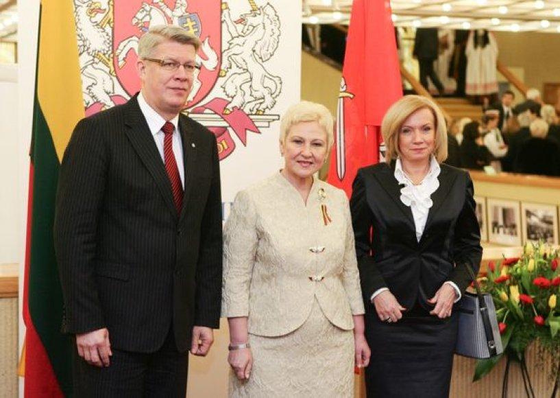 Seimo pirmininkė Irena Degutienė ir Latvijos prezidentas Valdis Zatleras su žmona